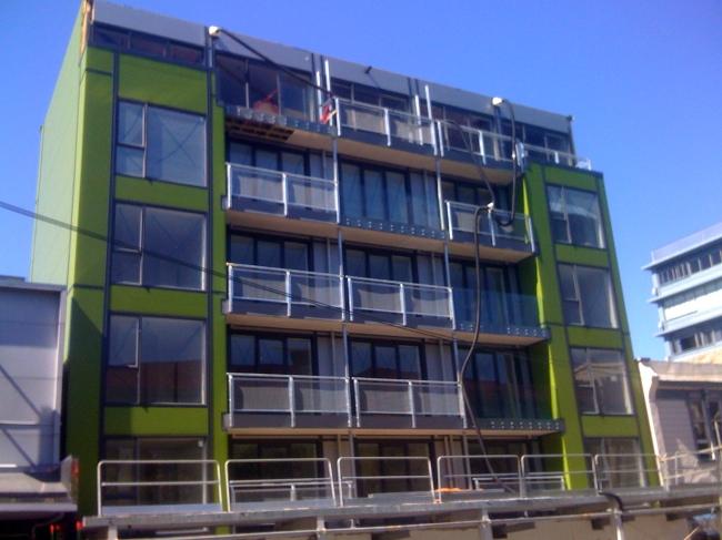 snakes_on_a_building.jpg