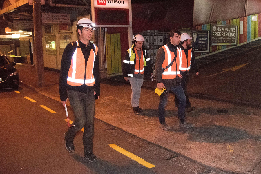 City engineers inspect buildings in the central business district in Wellington on early November 14, 2016, following an earthquake centred some 90 kilometres (57 miles) north of New Zealand's South Island city of Christchurch.  A powerful 7.8 magnitude earthquake rocked New Zealand early November 14, the US Geological Survey said, prompting a tsunami warning and knocking out power and phone services in many parts of the country.  / AFP PHOTO / Marty Melville