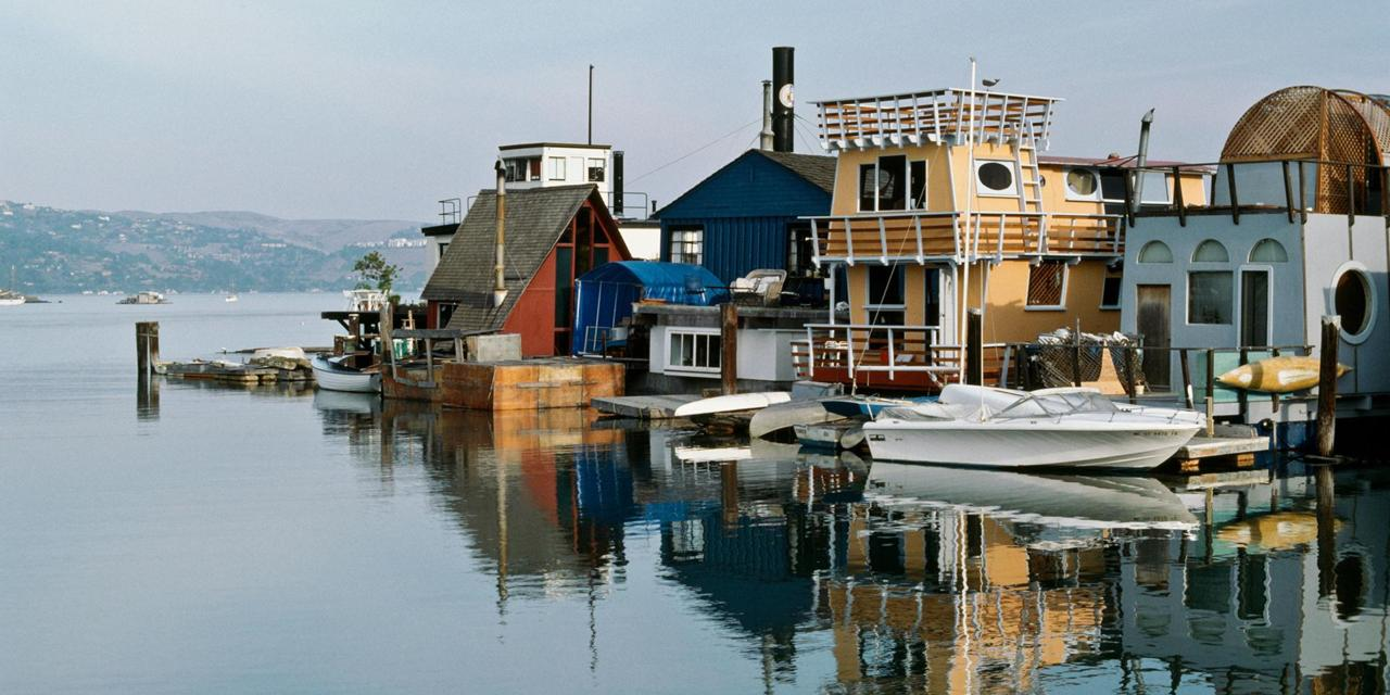 CC8YNN Floating Homes, Sausalito, Marin County, CA. Image shot 1987. Exact date unknown.