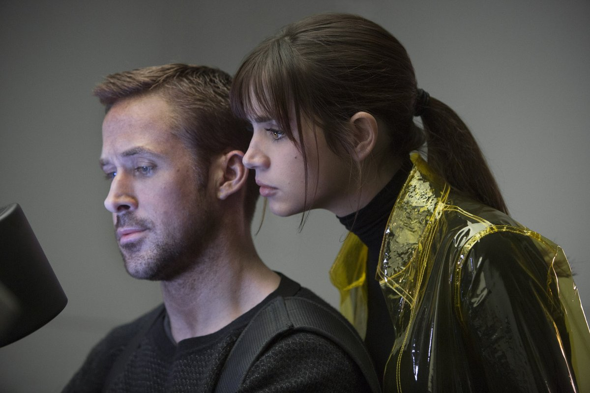 blade-runner-2049-ryan-gosling-and-girl